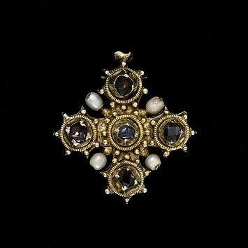 cruz relicario del museo Victoria y Alberto en Londres
